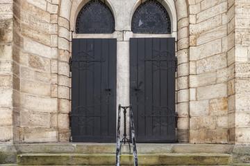 schwere Holztür Eingang © Matthias Buehner