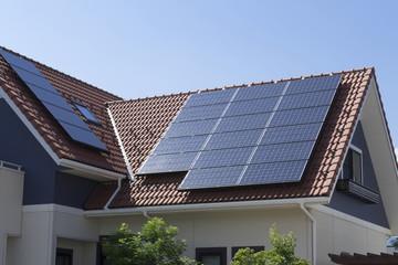 住宅 ソーラーパネル 施工例 瓦屋根