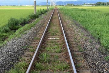 羽越本線の線路(単線)/山形県の庄内地方で羽越本線の線路(単線)を撮影したローカルイメージの写真です。