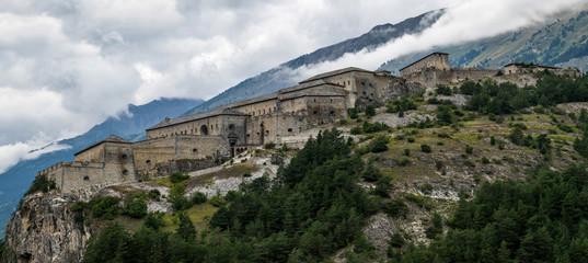Foto auf Leinwand Befestigung Paysage montagne forts