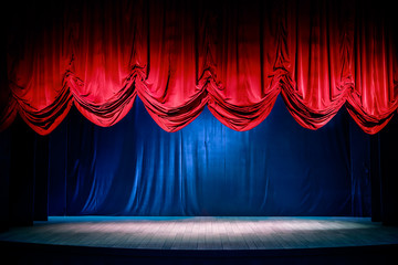 Ingelijste posters Theater Theater curtain with dramatic lighting