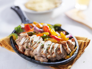 Wall Mural - chicken fajita skillet on white table top cooling down