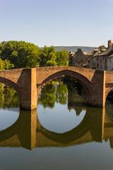 zabytkowy most i zabudowa, Espalion