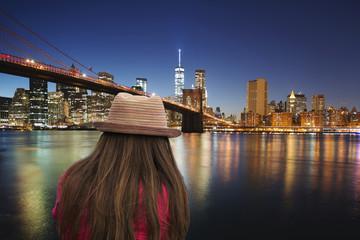 girl in front of the Brooklyn Bridge