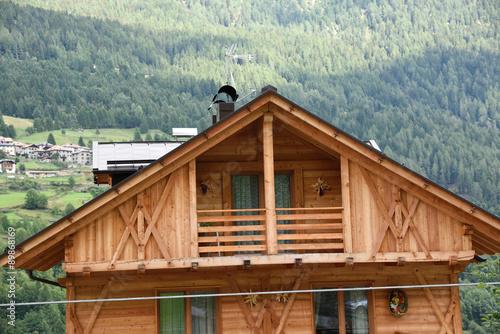 Casa in legno mansarda legni casa di montagna baita for Baita di legno