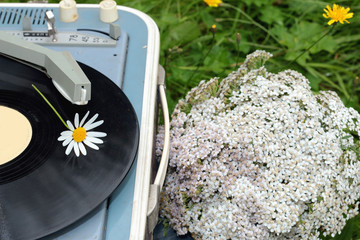 the old turntable in the field