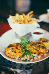 Crabcakes with frensh fries