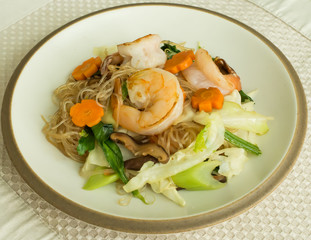 glass noodle stir fly or pad woon sen with shrimp and vegetable.