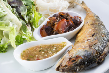 Thai fried mackerel with chili sauce and side dish