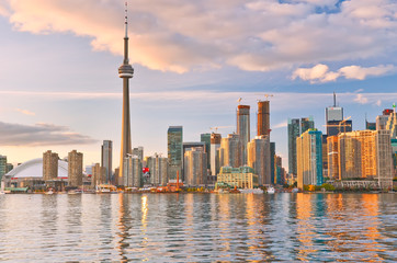 Photo sur Aluminium Canada The reflection of Toronto skyline at dusk in Ontario, Canada.