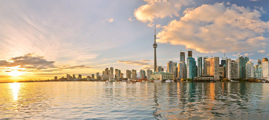 Fotorolgordijn Toronto Panorama of Toronto skyline at sunset in Ontario, Canada.
