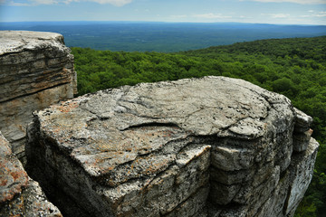 Poster Natural Park Massive rocks and view to the valley at Minnewaska State Park Reserve Upstate NY during summer time