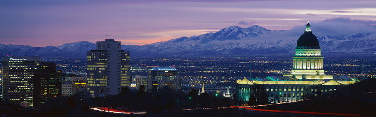 Fototapete - This is the State Capitol, Great Salt Lake and Snow Capped Wasatch Mountains at sunset. It will be the winter Olympic city for the year 2002.