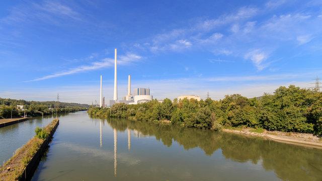 Neckar zwischen Altbach und Deizisau mit Kraftwerk