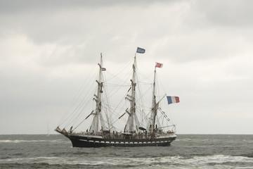 Zeilschip Belem vaart op de Noordzee richting IJmuiden