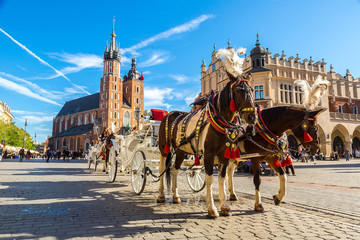 Deurstickers Krakau Horse carriages at main square in Krakow