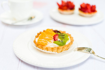 Fresh Pie Tart with Kiwi, Strawberry and Mandarine