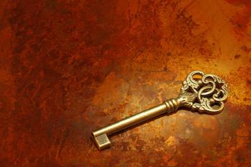 成功の鍵/模様の有る銅板の背景でタングステンライトを使用して暖かみとリッチ感を表現しています