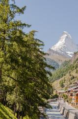 Zermatt, Dorf, Walliser Dorf, Bergbach, Wanderweg, Wanderferien, Feriendorf, Alpen, Schweizer Alpen, Walliser Berge, Wallis, Sommer, Schweiz