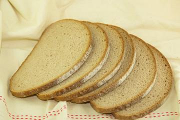 Fette di pane scuro