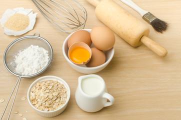 Food ingredient (egg yolk,flour,oat,milk,sugar)