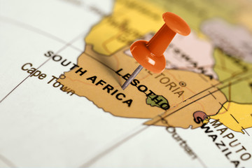 Autocollant pour porte Afrique du Sud Location South Africa. Red pin on the map.