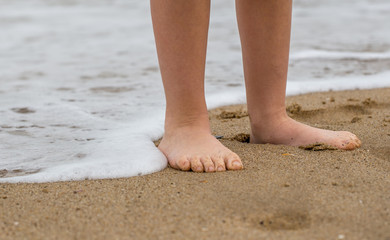 Kinderfüße am Strand