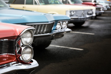 Fotomurales - Classic cars parked in a row