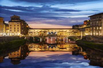 Fototapete - Ponte Vecchio bridge in Florence at night, Tuscany, Italy