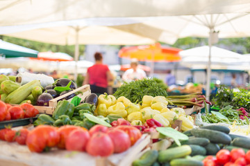 Farmers' food market stall with variety of organic vegetable. Fotomurales