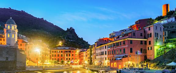 Spoed Foto op Canvas Liguria Vernazza, Cinque Terre (Italian Riviera, Liguria) at twilight
