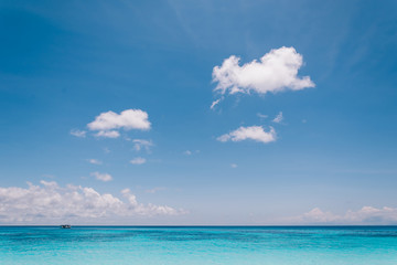 Photo sur Toile Plage blue sky with sea and beach - soft focus with film filter
