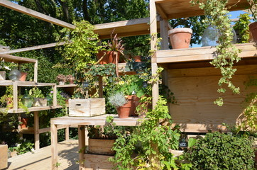aménagement jardin décoration étagères