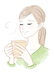 温かい飲み物をのむ女性