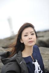海辺の女性のポートレート