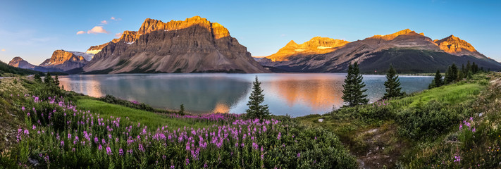 Printed kitchen splashbacks Mountains Panorama of sunrise at Bow Lake, Banff National Park