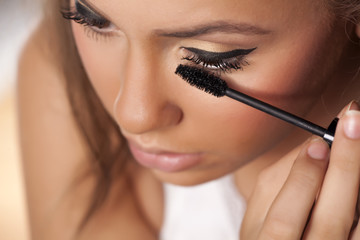 Girl applied mascara to her lashes