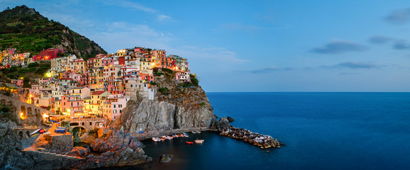 Stores photo Ligurie Manarola, Cinque Terre (Italian Riviera, Liguria) high definition panorama at twilight