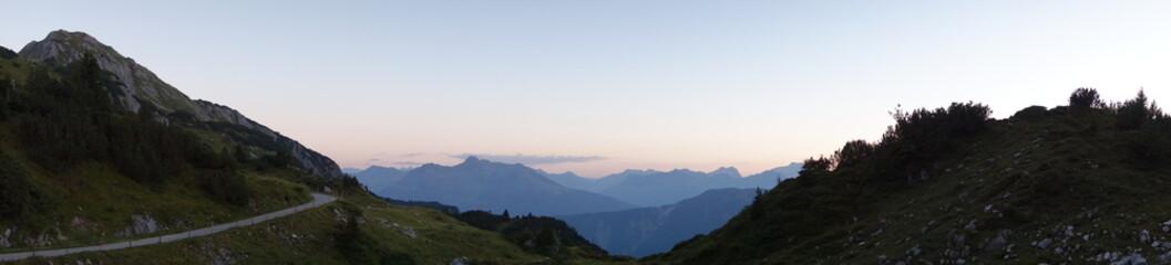 Bergpanorama bei Dämmerung von der Freiburger Hütte - Lechtal - Österreich