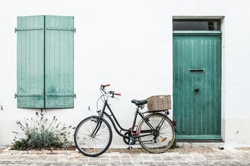 vélo ile de ré ballade repos façade mur