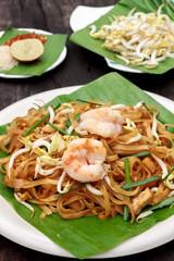 Thai noodle or padthai with shrimp and blur garnish,vegetable le