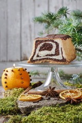Poppy seed cake with honey