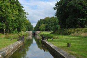 Ecluse à Hédé-Bazouges sur le canal d'Ille-et-Rance en Bretagne, France – Lock on Ille-et-Rance Canal in Hédé-Bazouges, Brittany, France