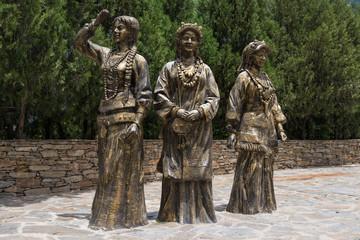 丹巴 銅像
