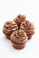 Nahaufnahme von Buttercreme Cupcake Schokolade gegen weißen Hin
