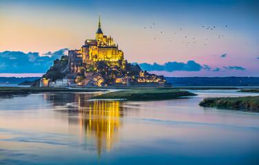 Mont Saint-Michel in twilight at dusk, Normandy, France Fototapete
