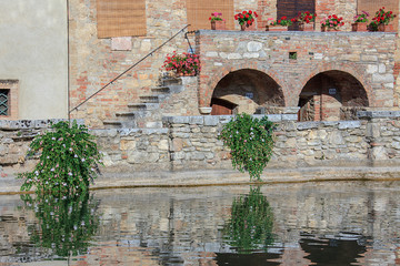 Bagno Vignoni, riflessi