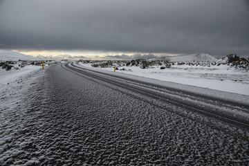 On the road. Strada innevata islandese
