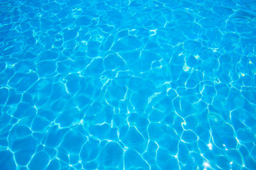 Photo sur Aluminium Eau Blue ripped water in swimming pool