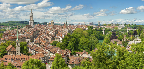 Fototapete - Panorama view of Berne old town from mountain top in rose garden
